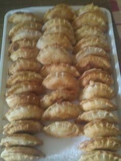 Calzone recept II.   APRÓSÉF.HU - receptek képekkel Calzone, Empanadas, Ravioli, Sausage, Food And Drink, Meat, Ethnic Recipes, Gastronomia, Food