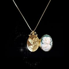 "Locket Size : 1.37x0.86in(35x22mm) Contents : 1pc Pendant only(clip bail included) + 16"" silver chain gift (Italy) Also The slight difference in color depending on the resolution of the monitor."