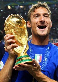 Totti #Legend World Football, Football Memes, Football Soccer, Football Players, As Roma, Totti Francesco, World Cup Trophy, Most Popular Sports, World Cup