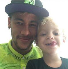 Neymar dá selinho no filho e fala sobre 'a arte de se tornar um pai'