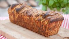 Stablebrød med urter og parmesan - herb- and parmesan pull apart bread Norwegian Food, Our Daily Bread, Cheese Bread, Monkey Bread, Pavlova, Sweet Recipes, Yummy Recipes, Food Inspiration, Scones