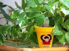 Maceta de mafalda hecha a mano. CRECE!!! Planter Pots, Succulents, Plants, Frida Kahlo, Plant Pots, Dibujo