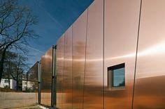 Metal sheet and panel for facade TECU® Bond - KME Architectural Solutions Rainscreen Cladding, Cladding Panels, Metal Cladding, Facade Design, Exterior Design, Interior Cladding, Retail Facade, Warehouse Design, Futuristic Home