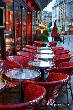 Paris Through My Lens: Paris Rouge - Les chaises