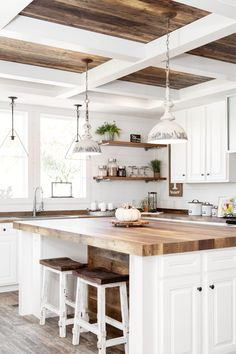 Home Interior Contemporary Beautiful Home Interiors for Every Home Decor Style.Home Interior Contemporary Beautiful Home Interiors for Every Home Decor Style Farmhouse Interior, Modern Farmhouse Kitchens, Home Kitchens, Farmhouse Style, Coastal Interior, Farmhouse Decor, Country House Interior, Texas Farmhouse, French Kitchens