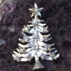 Silvertone Vintage Christmas Tree Pin. Silvertone Vintage Christmas Tree Pin. EUC. No name on it. Vintage Jewelry Brooches
