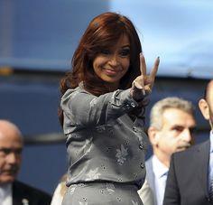 Promulgamos la  Ley de creación de Ferrocarriles Argentinos -  La recuperación y modernización del sistema ferroviario encarado por el Gobierno significó una inversión de 1.125 millones de dólares en material rodante nuevo y la incorporación de 1.250 vagones de pasajeros 0 Km.