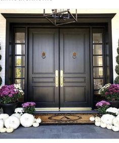 I don't know who's front door this is but I'm in love! I have been wanting to paint my door black but I heard it's a pain if you want to… Double Front Entry Doors, Double Doors Exterior, Yellow Front Doors, Wood Front Doors, Front Door Entrance, Black Doors, Front Porch, Arched Doors, Garage Doors