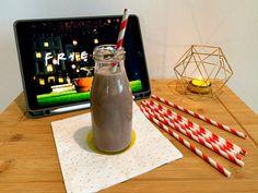 Dejte si shake s čokoládou a arašídovým máslem - SuperZdravě. Decor, Decoration, Decorating, Deco