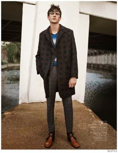 Vintage Inspired Styles Revamped for Fall Brit Pop Fashion Spread from British GQ Style image Brit Pop GQ Style 004 Uk Fashion, Fashion Editor, Editorial Fashion, Autumn Fashion, Fashion Black, Vintage Fashion, 30 Outfits, Fashion Outfits, Fashion Ideas