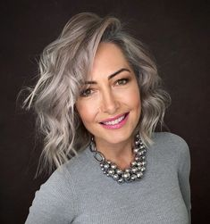 Blonde Hair Going Grey, Grey Hair Over 50, Long Gray Hair, Grey Hair Natural, Grey Hair Young, Hair Cuts For Over 50, Grey Hair Lowlights, White Hair Highlights, Grey Bob Hairstyles