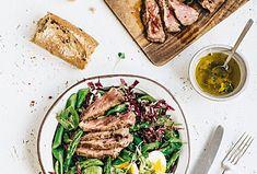 Salát s hovězím steakem a chřestem je pochoutka, nejen pro gurmány. Tato křupavá zelenina se skvěle hodí k hovězímu masu.  #recept #salat #hovezimaso #chrest #zelenina #recipe #salad #beefmeat #asparagus Tuna, Steak, Beef, Fish, Meat, Pisces, Steaks, Atlantic Bluefin Tuna