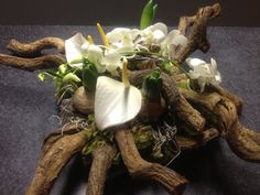 Funeral Flowers, Flower Decorations, Flower Arrangements, Upcycle, Projects To Try, Bulb, Easter, Beautiful, Design