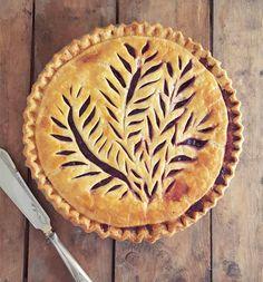 Pie crust design before after karin pfeiff boschek 12 Pie Crust Designs, Pie Decoration, Pies Art, Pie Crust Recipes, Pie Crusts, Pie Tops, Pastry Art, Homemade Pie, Pie Cake