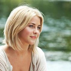 She started the long bob trend. Makes me wanna cut mine every time I see Safe Haven or a pic of her. Thanks Julianne