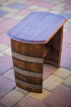 Wine barrel chair or end table Wine Barrel Chairs, Wine Barrel Furniture, Wine Barrels, Barrel Projects, Wood Projects, Table Baril, Barris, Wine Decor, Bourbon Barrel