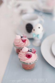 ... raspberry & white chocolate cupcakes ...