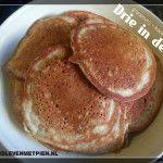 Granenvrije en koolhydraatarme drie in de pan Lchf, Pancakes, Low Carb, Breakfast, Om, Salad, Low Carb Recipes, Breakfast Cafe, Pancake