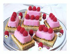 Himbeermousse-Törtchen mit Pistazien-Biskuit und weißer Schokolade / Raspberry Mousse Cakes with Pistachio-Sponge and White Chocolate