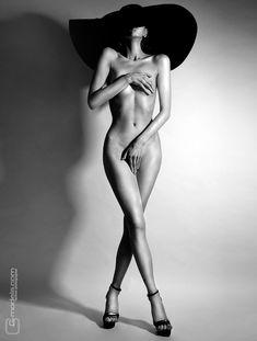 P(o)ause déjeuner... #Nude #NSFW