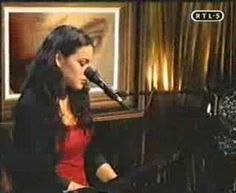 Norah Jones - Are you lonesome?! (one of my favorite females singing my favorite Elvis track <3)