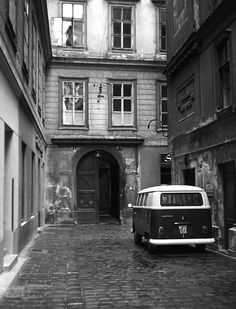 Volkswagen Bus in front of Domgasse 1010 Vienna. Photo dated Vw Volkswagen, Volkswagen Bus, Vw T1, Vw Camper, Vintage Pictures, Buses, Vienna, Old Photos, Porsche