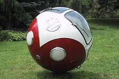 American sculptor Lars-Erik Fisk has a special interest for spheres. He has transformed several things into spheres, like a school bus, a tractor, a tree, a street and also this Volkswagen. Auto Volkswagen, Vw T1, Ferdinand Porsche, Weird Cars, Cool Cars, Crazy Cars, Strange Cars, Billy F Gibbons, Combi Split