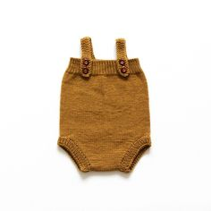 Very comfortable cut for your little one to play around. Two straps and four wooden buttons at front. A winter must have. Handknitted in 100% Merino Wool in Bu