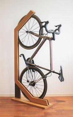 Bike Storage Small Space, Bike Wall Storage, Bike Storage Apartment, Diy Storage Shed, Diy Bike Rack, Bike Hanger, Woodworking Shop Layout, Woodworking Bench Plans, Garage Velo