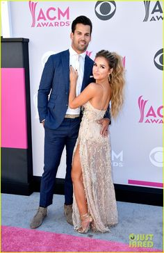 Jessie James Decker & Husband Eric Decker Hit the ACM Awards 2017 Red Carpet!