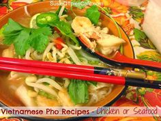 Pho Recipes - Vietnamese Pho with Chicken and or Seafood. Made in the crockpot. Slow Cooker Recipes, Crockpot Recipes, Chicken Recipes, Cooking Recipes, Seafood Pho Recipe, Vietnamese Pho, Vietnamese Recipes, Pho Broth, Healthy Snacks