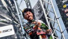 Tony Cairoli suona la nona ed entra di diritto nella storia del Motocross - http://www.canalesicilia.it/tony-cairoli-suona-la-nona-ed-entra-diritto-nella-storia-del-motocross/ Tony Cairoli