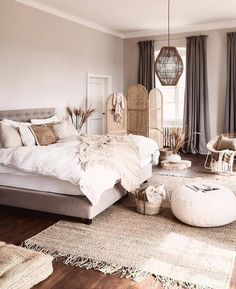 Example of inexpensive farmhouse master bedroom style ideas for decorating 31 Home Decor Bedroom, Interior Design Living Room, Bedroom Ideas, Bedroom Designs, Bedroom Inspiration, Bedroom Area Rugs, White Bedroom Decor, Farmhouse Master Bedroom, Apartment Master Bedroom
