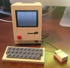 A Mac Classic with card slot 24 Unexpectedly Awesome Lego Creations Lego Design, Figuras Star Wars, Construction Lego, Mega Pokemon, Lego Sculptures, Lego Boards, Lego Toys, Lego Lego, Lego Minecraft