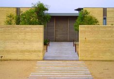 Earth Structures are the Rammed Earth Construction experts. We build Rammed Earth walls, complete homes and more. Exterior Siding Options, Exterior Design, Wall Exterior, Rammed Earth Homes, Rammed Earth Wall, Earth Bag Homes, Earthy Home, Natural Stone Fireplaces, Eco Buildings