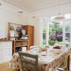 Garden room kitchen-diner | Family kitchen diners | dining furniture | Kitchen | PHOTO GALLERY | 25 Beautiful Homes | Housetohome