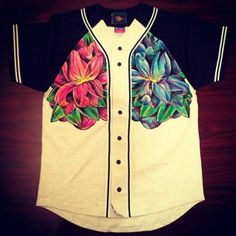 t-shirt baseball jersey floral jersey Chill Outfits, Dope Outfits, Casual Outfits, Streetwear, Beige Shirt, Baseball Jerseys, Baseball Games, Beige Top, Knit Shirt