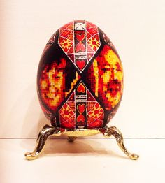 """Mama i Tato (from the Bloodlines Exhibition), 2013, dye on egg, 2.5"""" x 1.5"""" x 1.5"""" #figurative #art #painting"""