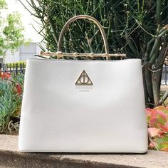 This fan favorite Harry Potter bag is back in stock at… - Christmas Deesserts Harry Potter Disney, Harry Potter Shirts, École Harry Potter, Harry Potter Schmuck, Bijoux Harry Potter, Estilo Harry Potter, Fans D'harry Potter, Harry Potter Merchandise, Harry Potter Outfits