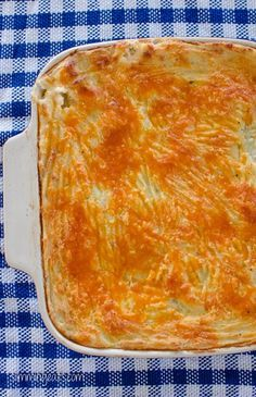 Cheesy Topped Fish Pie - Gluten Free, Slimming World, Weight Watchers friendly Slimming World Fish Pie, Slimming World Dinners, Slimming Eats, Slimming World Recipes, Slimming Word, Quiche, Sw Meals, Cooking Recipes, Healthy Recipes