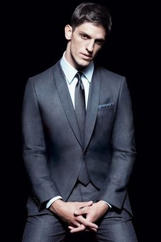 such a sleek looking suit! would look rather dashing on my man!