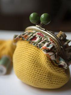 Crochet Patterns Wear The Patch Gathering Crochet Wallet, Crochet Coin Purse, Crochet Purses, Coin Purse Pattern, Purse Patterns, Crochet Patterns, Crochet Circles, Crochet Mandala, Lace Bag