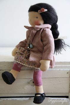 Eden | Poppenliefde Look at those Mary jane shoes & sweater! Cute :)