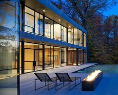 Gorgeous Home par Robert Gurney Architects - Glen Echo, Usa - Contempler le Potomac depuis la terrasse tout en profitant de la piscine de cette majestueuse maison contemporaine