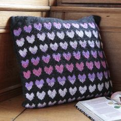 Cosy heart cushion – free pattern for this fun-to-knit design!    http://www.themakingspot.com/knitting/pattern/cosy-heart-cushion