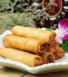 Lots of dim sum recipes in one place. Dim Sum, Chinese Appetizers, Chinese Desserts, Chinese Spring Rolls, All U Can Eat, Chicken Spring Rolls, Asian Cooking, Chinese Food, Asian Recipes