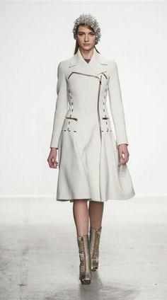 John Galliano - Outono-inverno 2014/15 - Vogue Portugal