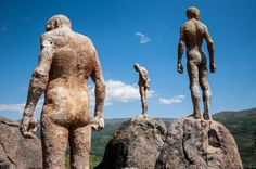 Francisco Cedenilla, monument to Franco's victims in the Jerte valley, Extremadura. Places In Spain, Places To Go, Sculptures, Lion Sculpture, My Land, Grand Tour, Elephant, Tours, Animals