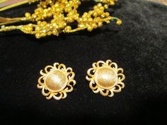 Hey, I found this really awesome Etsy listing at https://www.etsy.com/listing/173461485/coro-flower-earrings-gold-tone-clip-on
