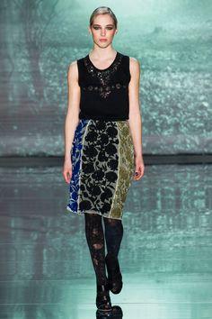 blouse score: 3.4, skirt score: 3.0 || Nicole Miller